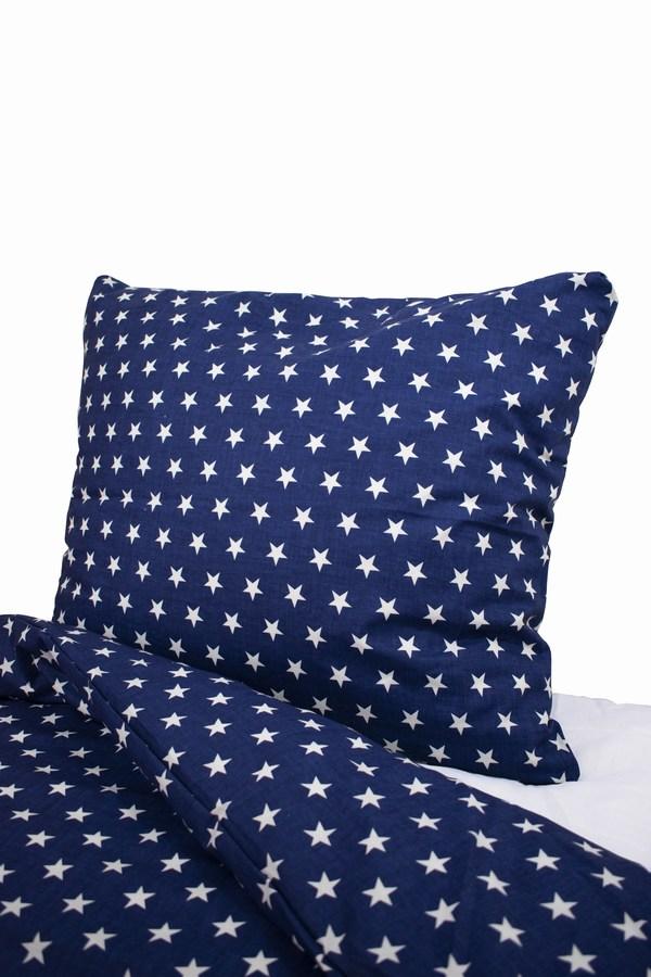 plava jasucnica i navlaka sa belim zvezdicama