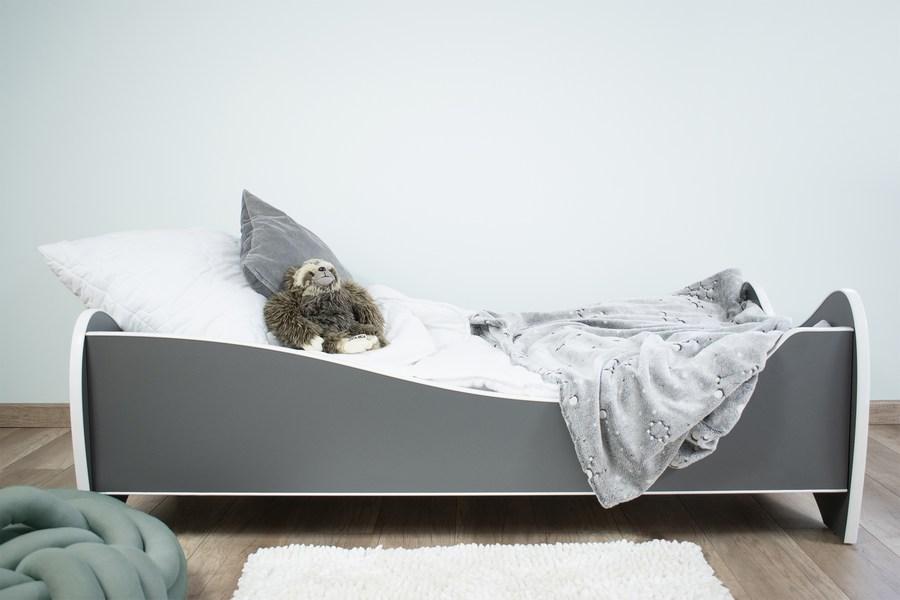 tamno sivi krevet